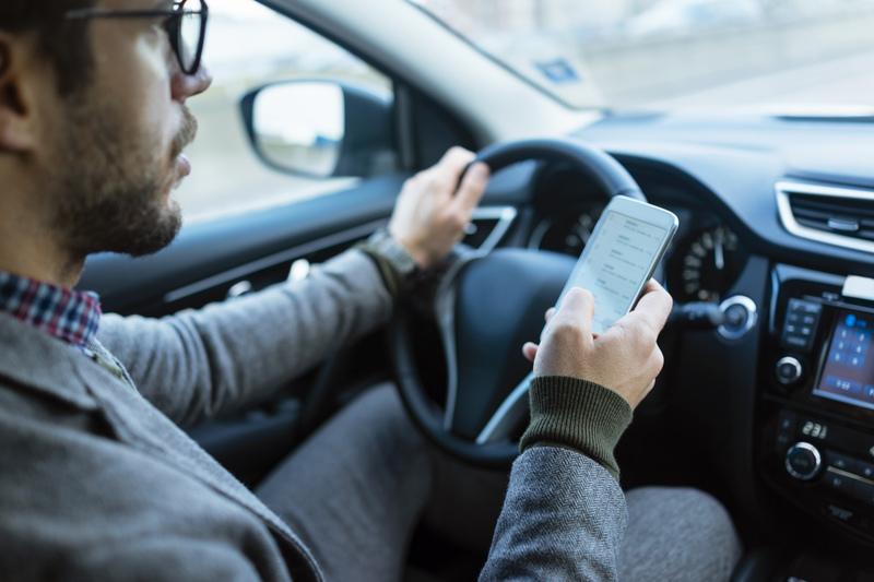 שימוש בסלולרי בזמן נהיגה